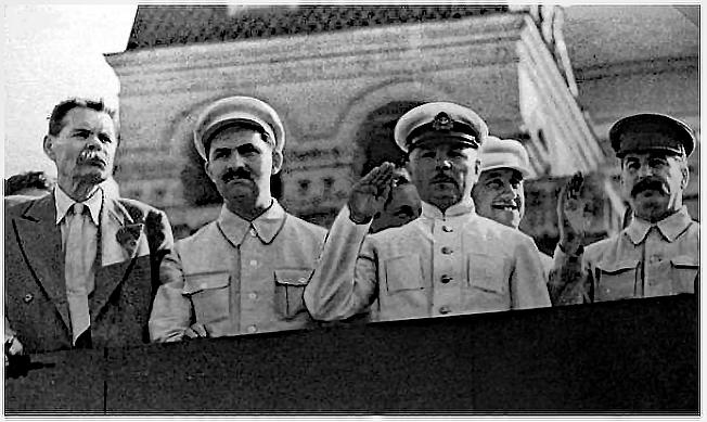 gorki-kaganovich-vorochilov-staline-1931.png