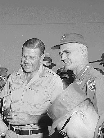 Bandits yankees : le secrétaire à la Défense Robert McNamara et le général Westmoreland au Vietnam en août 1965