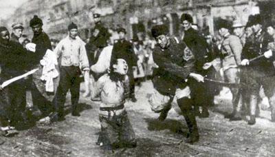 decapitation_de_communistes_lors_de_la_terreur_blanche_a_shanghai_1927.jpg
