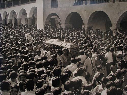 les_masses_rendent_hommage_a_la_jeune_militante_du_pcp_edith_lagos_assassinee_par_la_police_en_1982.jpg