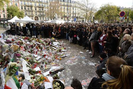 minute-de-silence-devant-le-bataclan-16-11-2015_deu.jpg