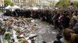 minute-de-silence-devant-le-bataclan-16-11-2015_eng.jpg