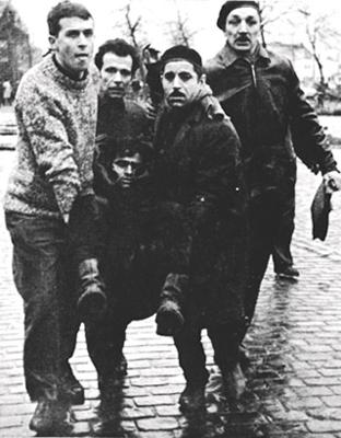Zwartberg : Valeer Scelp mortellement blessé mis à l'abri par ses camarades