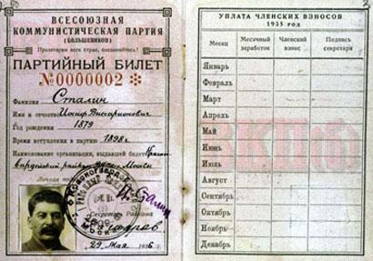Carte du Parti communiste (bolchevik) de l'URSS attribuée à Staline portant le N°2. Celle portant le N°1 étant attribuée à Lénine