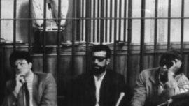 Le camarade Cesare Di Lenardo lors de son procès à Padova en 1983. A l'avant-plan, trois des sbires tortionnaires, dont le commissaire de police Salvatore Genova.