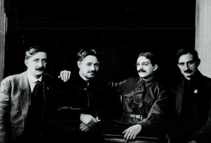 Dmitri Manouïlski et des délégués français au IVe congres de l'IC.