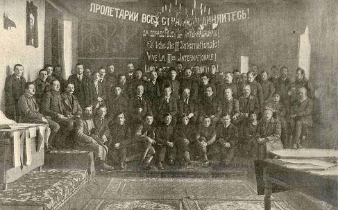 Lénine parmi les délégués du premier congrès de l'Internationale communiste