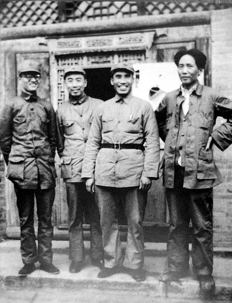 Mao Zedong, tout à droite