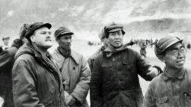 Mao Zedong et John Roderick correspondant de l'AP