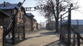 Portail d'entrée du camp d'Auschwitz I