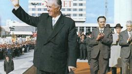 Enver Hoxha, le dirigeant de l'Albanie et praticien d'un nationalisme identitaire parallèle à celui de Nicolae Ceaușescu
