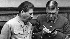 Staline et Boris Shaposhnikov