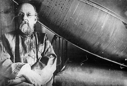 Konstantin Tsiolkovski dans son atelier-laboratoire